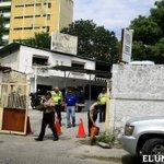 "y el plan desarme?? Rt ""@ElUniversal: Robaron 50 pistolas de la sede de la PNB en Guarenas http://t.co/nQEJnfQQrP http://t.co/7pA5iQswoE"""