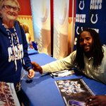 Lots of lucky @Colts fans @CircleCentre getting to meet @E_Ninety3 at #FanAppreciationDay! http://t.co/Ctl53txWXf