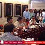 RT @SEDUCampeche: Recomienda gobernador @ferortegab estar al pendiente de boletines y avisos del Consejo Estatal de Protección Civil. http://t.co/9BmHKPzNku