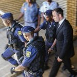 Oscar Pistoriusfue condenado a 5 años de cárcel por matar a su novia http://t.co/jsmyRVlo0N http://t.co/xVFlfPINcN