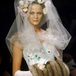 RT @EHolmesWSJ: A more glamorous designer you will not find. A look back and the work of #OscardelaRenta: http://t.co/DqNB0kwyzb http://t.co/ER3gLDgXuV
