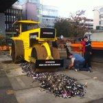 STOP PIRACY vernichtet in Bern 15000 gefälschte #Uhren und 2 Tonnen gefälschte #Medikamente. http://t.co/8kbFsZIhCb