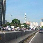 RT @ReporteYa: #21oct 8:46 am Protesta en Av. Libertador altura Colegio Ingenieros no hay paso #Caracas vía @johncolivert http://t.co/E68C1H01ir