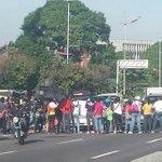 RT @ReporteYa: #21oct Protesta en la av Libertador por viviendas #Caracas http://t.co/r0bbP5pXv4 vía @SandovalCesarR