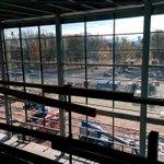 Les vitres sont installées dans le hall de lamphithéâtre #villequebec http://t.co/gMSnKNO851