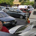 Estas son las colas Barquisimeto para llenar el tanque de gasolina, la espera es hasta 45 minutos denuncian usuarios http://t.co/PZMY1zq0c8