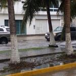 Noticieros: En carmen lluvias intensas desde la madrugada, las clases estan suspendidas. http://t.co/wkeT66H9iC