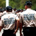 ¡DOSIS DE PATRIA! Someten a funcionarios de PNB y les roban más de 20 armas http://t.co/JYAtcqOidV http://t.co/nZlyYi37MJ