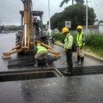 Acciones de limpieza en el @MegaDrenaje por presencia de disturbio tropical. @ferortegab http://t.co/TB94lREa1m