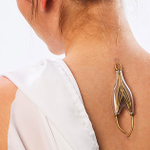 A woman has developed jewelry that you can plug into your body and charge your phone with. http://t.co/cojYd6ALWq http://t.co/aV3pvn14A9