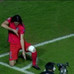 RT @FootNews_Fr: La célébration de Cavani #APOELPSG http://t.co/qL4xWO69tq