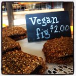 Fig bars! They are vegan and delicious!! #eastendmkt #eastendmarket #winterpark #orlando #figs #fig #october #vegan http://t.co/iPm202qxgT