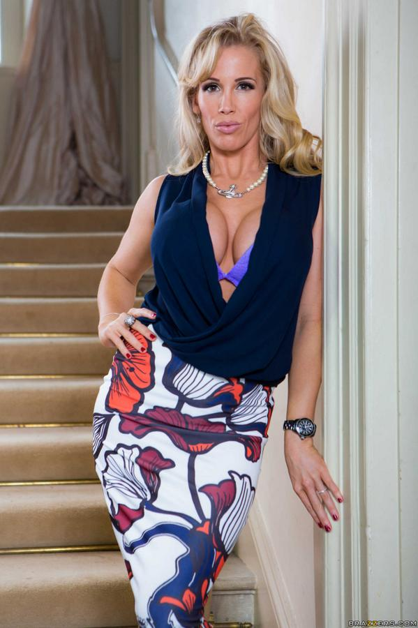Buxom European MILF Rebecca Moore taking cumshots in MMF threesome  358454