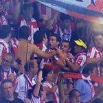 RT @MikRec: La afición del Athletic siempre será única. Se pegan entre ellos en Oporto... http://t.co/OCvor9EjqD
