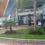 @trafficGUAYANA @ElCurderoPzo Situacion de secuestro en Farmatodo de Villa Brasil! #PlanPatriaInsegura #Guayana http://t.co/UZ2xYQKpSH
