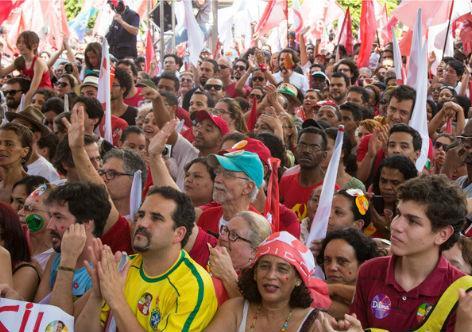 Em Minas Gerais, juventude faz ato em apoio a Dilma http://t.co/aNUMyEFTsv #MinasComDilma http://t.co/xdnI1OIQhN