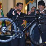 RT @elheraldoco: Evo Morales obsequia bicicleta a ciclista que ganó el Clásico RCN http://t.co/0W5XWGeibo http://t.co/1XyGjMJZfl