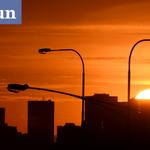 The #sunrise over the city of #Melbourne expected to reach a top of 31 #weather @theheraldsun http://t.co/7gkK5PBzXD