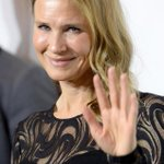 """""""@eonline: Renee Zellweger makes a rare red carpet appearance: http://t.co/itnn1RjK1C http://t.co/7OjBYhmDht"""" actually cant be her it cant"""