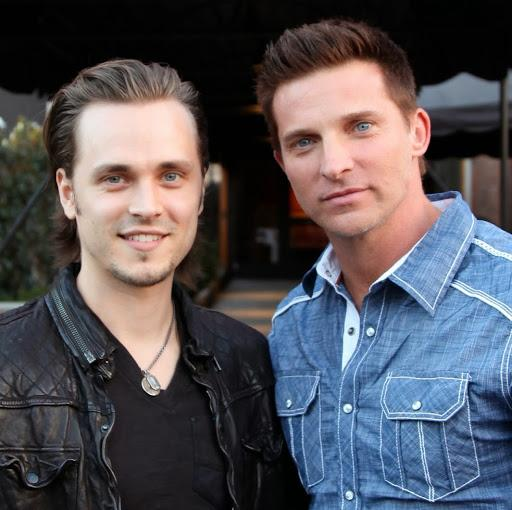 @JonathanJackson @1SteveBurton this is a great pic of upi both http://t.co/BfFZdPeUNc