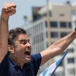 """""""@JornalOGlobo: Aécio diz que responderá a ataques 'no mesmo tom'. http://t.co/33mEdNaElX http://t.co/EYQqs2bkf5"""""""