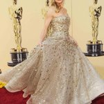 12 gorgeous moments from Hollywoods love affair with Oscar de la Renta http://t.co/RSz8IF9ZSA http://t.co/Y25oXv91uJ