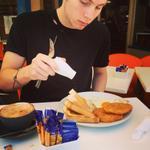¿Cuan perfecto puede ser Luke Hemmings si hasta comiendo se ve como un angel? No creo que sea real https://t.co/VweIviPOiM