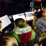 Drukjes in de studio.Dadelijk Midnight Snack met Elke. VTK nog steeds aan de leiding. #24urenloop STRAK.fm of 90.6FM http://t.co/S9nD4TgV0Q