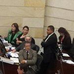 Bancada CD muestra su disgusto por presencia de Yahir Acuña en Plenaria buscando a @AlvaroUribeVel para hablar http://t.co/Q3h7inZNmF