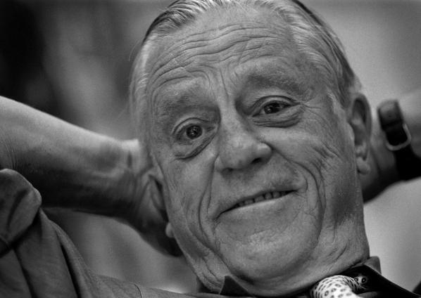 Editorial: Ben Bradlee transformed The Post through his commitment to truth: http://t.co/XcNJ5KgdGX http://t.co/D727RkXeO9