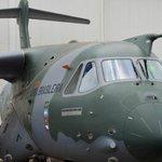 RT @JornalOGlobo: Embraer apresenta protótipo do maior avião já desenvolvido e produzido no Brasil. http://t.co/myMpEA3Rvl http://t.co/eusaeF5j3F