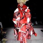 RT @fashionsnap: コム デ ギャルソンの15年春夏コレクション。テーマは「薔薇と血」 http://t.co/2zvHglLVVC http://t.co/L38mmTuUB1