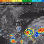 RT @conagua_clima: #DTNUEVE a 225 km al WSW de Campeche, Camp, se mueve hacia el E (90°) a 9 km/h, con presión mínima de 1000 hPa. http://t.co/iGuj7ulna2
