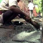 In Kolkata, the search for particles of gold in dusty alleys http://t.co/LfR0nlsprJ