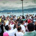 #Galería | Solidaridad de Acapulco por caso Ayotzinapa http://t.co/uDj1mP3h9D http://t.co/zJgHSqDb05