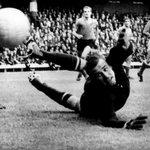 RT @today_okay: 22 октября - День рождения Льва Яшина! (легендарный советский вратарь) http://t.co/bHQOInKNYD