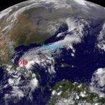 RT @chaac_tlaloc: Imagen NASA depresión tropical 9 en el Golfo de Mexico interaccionando con frente no 8 http://t.co/y0VEYdpwuz
