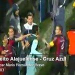 RT @razaespn: VIDEO @alpiedeldeporte: Así fue la bronca entre jugadores de Alajuelense y Cruz Azul http://t.co/0EswecyptV http://t.co/kFgchxoUjQ