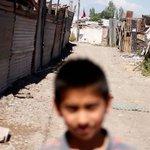 RT @24HorasTVN: #Reportajes24: la realidad de los niños que se quedan solos en casa. VIDEO → http://t.co/sGPCC3xMkn http://t.co/aJFSRVdjWK
