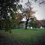 Reporter @newsgirlTracyG is at the #CountrysBestPark #Roundhay on @lizgreenlive and its a gorgeous mild Autumnal day http://t.co/cEGFJbYG1K