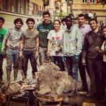 """""""Quando infangarsi nobilita"""": http://t.co/oLmFezumcQ #Alluvione #Genova #Fango #AlluvioneGenova #OraBasta http://t.co/hvFrwH8LT9"""