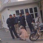 Ethnic Uighur lady was holding a sit in outside Chinas foreign ministry today, protesting a Turkmenistani bank http://t.co/eRfb6wev8E