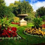 RT @Hayleydaviez: Beautiful colours in #Bath Victoria Park #Autumn #flowers @VisitBath http://t.co/1uhoS8fDgx