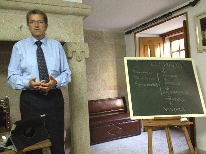 'Miguel tenía sexo para purificarlas'.Pedro Simón escribe sobre el fundador de Orden y Mandato http://t.co/Bt2ehQKF8h http://t.co/m59PoRM47E