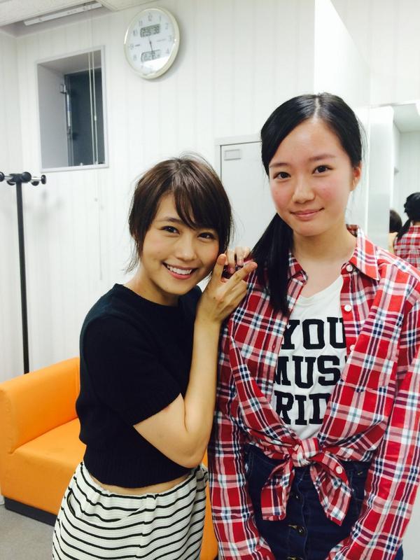「ジャンヌ・ダルク」東京公演は、あと2日になってしまいました… あっという間です。 今日は事務所の後輩、花坂椎南が来てくれました! 舞台終わりの有村と2ショットでパシャリ。 http://t.co/Vjn9kTPGlA