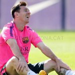 RT @ReyCule: Leo Messi preocupadisimo por el clásico. http://t.co/H7Yogrl6d8