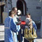 RT @katMotja: Православные Донбасса молятся на руинах своих храмов http://t.co/fiO9xk0MfI http://t.co/7SWApFp0Fm