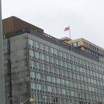 RT @infos140: ????URGENT CANADA Selon la police le(s) tireur(s) serai(en)t sur le toit dun building en face du parlement http://t.co/3n7wTxjDs3