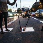 La #vagadetotes se inicia con cortes de tráfico en #Barcelona https://t.co/Lj1uxNdFq6 en @El_Diagonal Olé! http://t.co/pG2uuYa3Fo