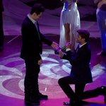 Propuesta de matrimonio gay emocionó a Carolina de Moras ---> http://t.co/cE4nAKUl6h #Chile #DimeQueSi http://t.co/anFyyR7rmr